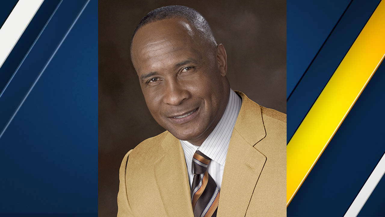 Lynn Swann, a Pro Football Hall of Famer, will replace Pat Haden as USC's athletic director.