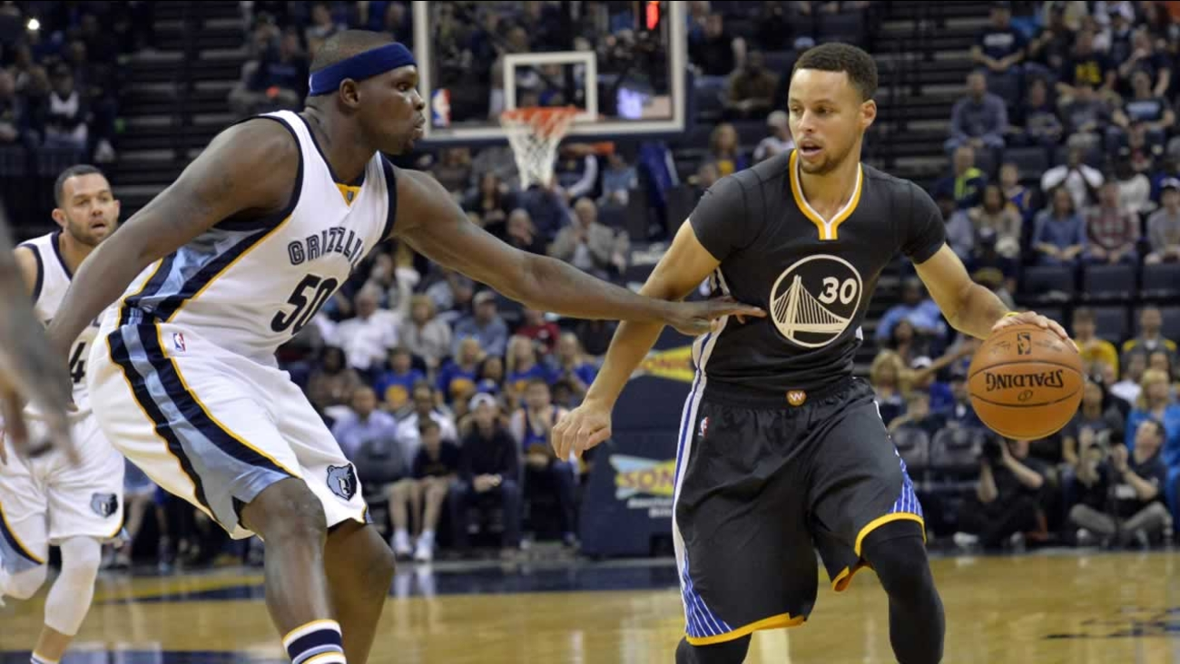 Warriors' Stephen Curry controls the ball against Memphis Grizzlies forward Zach Randolph in the first half of an NBA basketball game Saturday, April 9, 2016, in Memphis, Tenn.