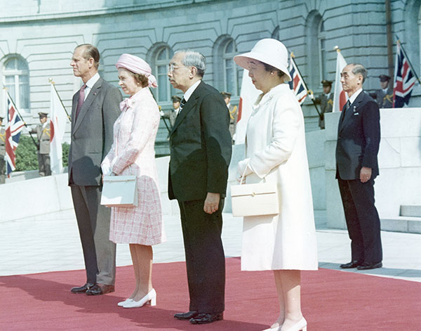 "<div class=""meta image-caption""><div class=""origin-logo origin-image none""><span>none</span></div><span class=""caption-text"">Queen Elizabeth II, second left, and her husband Prince Philip, pose with Japan's Emperor Hirohito and Empress Nagako in 1975. (AP Photo)</span></div>"