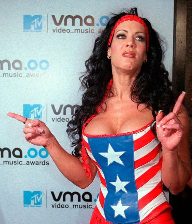 "<div class=""meta image-caption""><div class=""origin-logo origin-image ap""><span>AP</span></div><span class=""caption-text"">In this Sept. 7, 2000 file photo, WWF wrestler Chyna arrives for the 2000 MTV Video Music Awards, at New York's Radio City Music Hall. (AP Photo/Tina Fineberg, File)</span></div>"