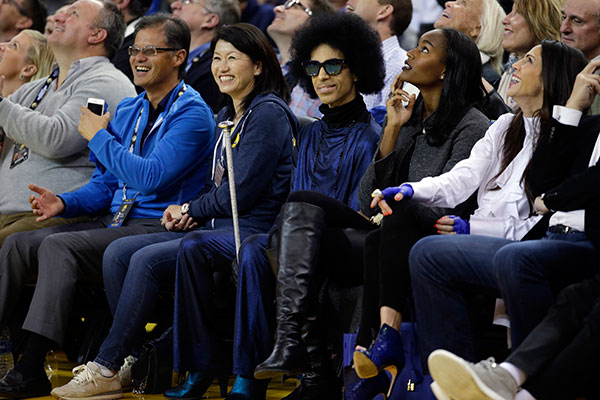 "<div class=""meta image-caption""><div class=""origin-logo origin-image none""><span>none</span></div><span class=""caption-text"">Prince, center, smiles as he watches an NBA basketball game between the Golden State Warriors and the Oklahoma City Thunder on March 3, 2016, in Oakland, Calif. (Marcio Jose Sanchez/AP Photo)</span></div>"