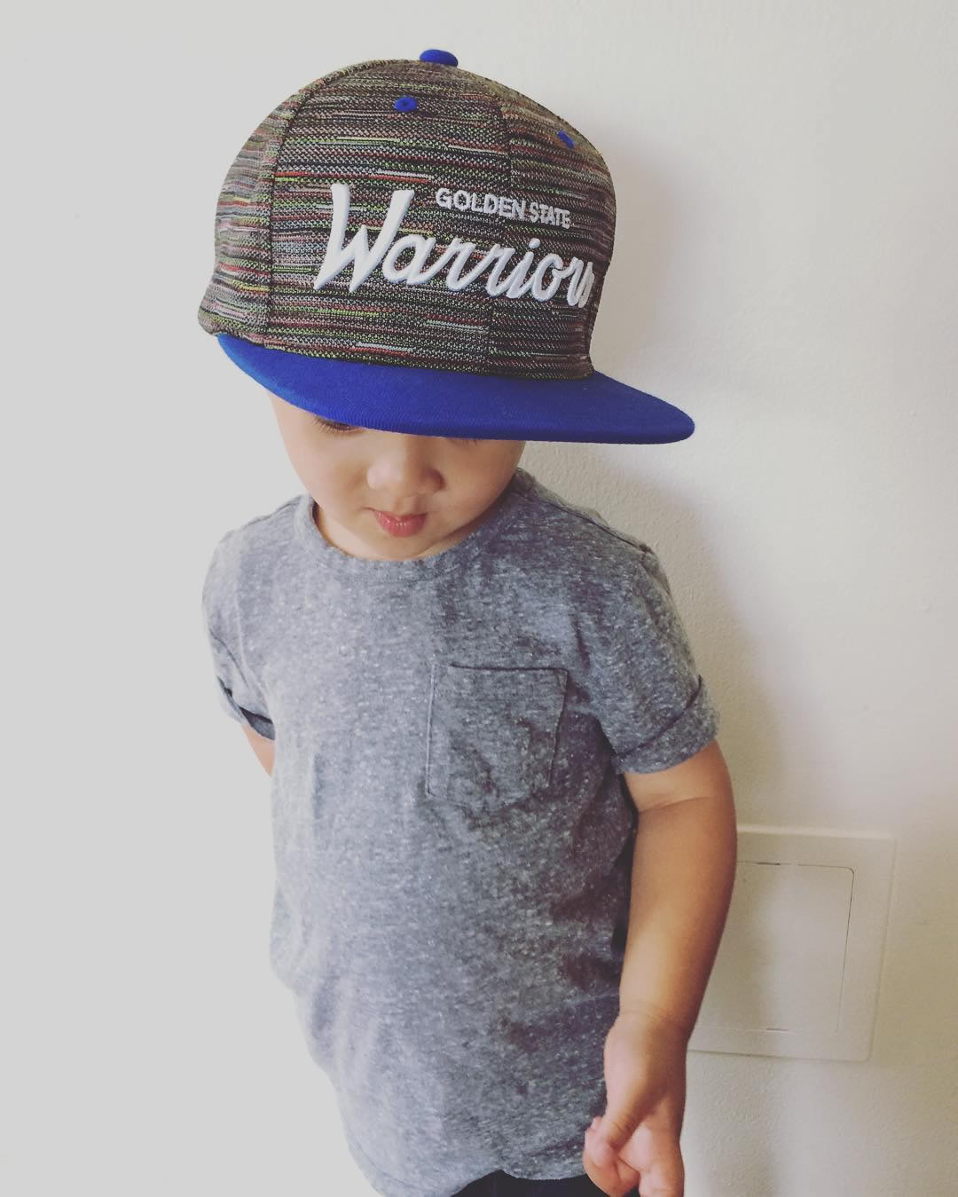 <div class='meta'><div class='origin-logo' data-origin='none'></div><span class='caption-text' data-credit='Photo submitted to KGO-TV by @mamma_razzi/Instagram'>Little warriors fan! And stylish, too!</span></div>