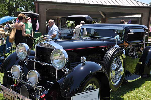 """<div class=""""meta image-caption""""><div class=""""origin-logo origin-image ktrk""""><span>KTRK</span></div><span class=""""caption-text"""">Keels and Wheels Concours D'Elegance brings classic boats and autos to Lakewood Yacht Club in Seabrook, Texas, April 23-24, 2016.</span></div>"""