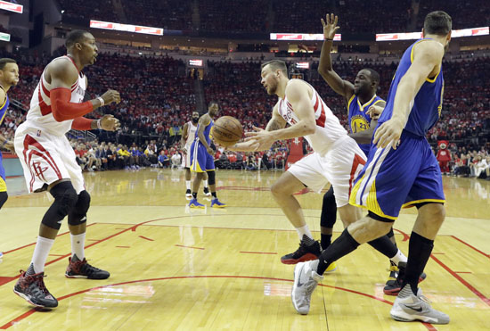 """<div class=""""meta image-caption""""><div class=""""origin-logo origin-image ap""""><span>AP</span></div><span class=""""caption-text"""">Rockets' Donatas Motiejunas passes under the basket to teammate Dwight Howard, left, as Warriors' Draymond Green (23) and Andrew Bogut, right, defend during the first half. (David J. Phillip)</span></div>"""