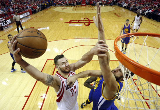 "<div class=""meta image-caption""><div class=""origin-logo origin-image ap""><span>AP</span></div><span class=""caption-text"">Houston Rockets' Donatas Motiejunas, left, heads to the basket as Golden State Warriors' Andrew Bogut defends during the first half. (David J. Phillip)</span></div>"