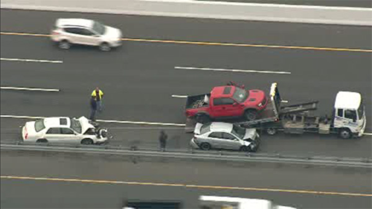 1 person hurt in NJ Turnpike crash in Mercer Co.