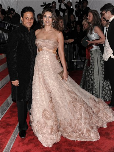 "<div class=""meta image-caption""><div class=""origin-logo origin-image ap""><span>AP</span></div><span class=""caption-text"">Elizabeth Hurley and husband Arun Nayar arrive at the Metropolitan Museum of Art's Costume Institute Gala benefit on Monday, May 4, 2009 in New York. (AP Photo/Evan Agostini) (AP)</span></div>"