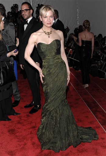 "<div class=""meta image-caption""><div class=""origin-logo origin-image ap""><span>AP</span></div><span class=""caption-text"">Renee Zellweger arrives at the Metropolitan Museum of Art's Costume Institute Gala benefit on Monday, May 4, 2009 in New York. (AP Photo/Evan Agostini) (ASSOCIATED PRESS)</span></div>"