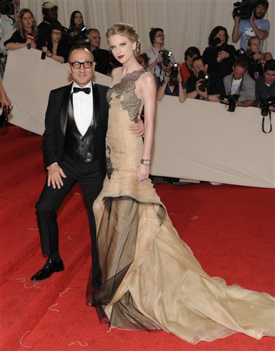 "<div class=""meta image-caption""><div class=""origin-logo origin-image ap""><span>AP</span></div><span class=""caption-text"">Singer Taylor Swift arrives at the Metropolitan Museum of Art Costume Institute gala benefit, Monday, May 2, 2011 in New York.  (AP Photo/Evan Agostini) (AP)</span></div>"