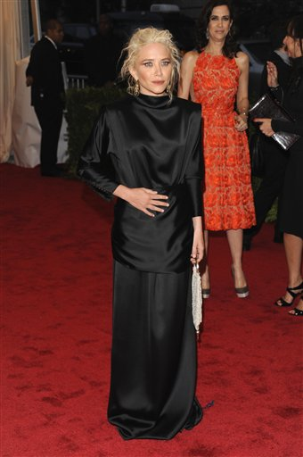 "<div class=""meta image-caption""><div class=""origin-logo origin-image ap""><span>AP</span></div><span class=""caption-text"">Mary-Kate Olsen arrives at the Metropolitan Museum of Art Costume Institute gala benefit, Monday, May 7, 2012 in New York. (AP Photo/Evan Agostini) (AP)</span></div>"