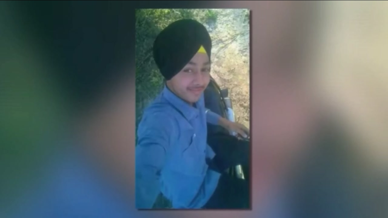 Teenage boy accidentaly kills himself while taking selfie