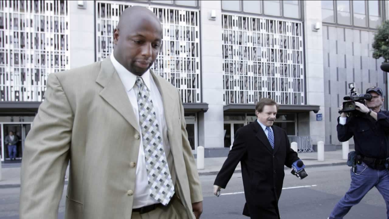 Former NFL football player Dana Stubblefield, left, leaves a federal courthouse in San Francisco, Friday, Jan. 18, 2008.