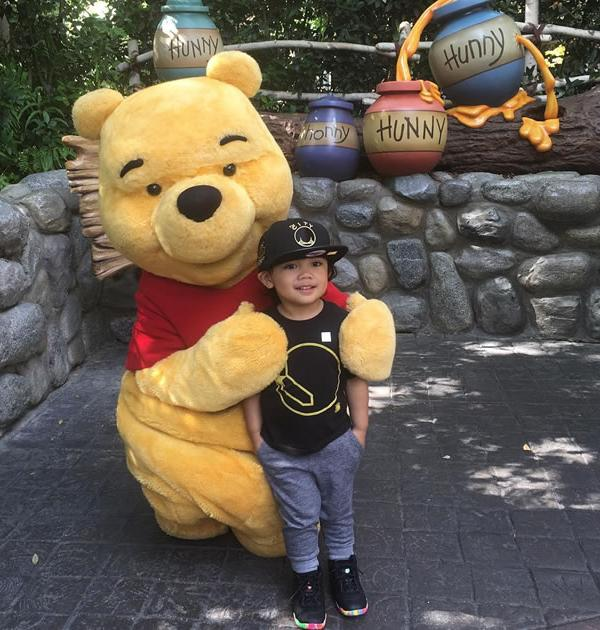 <div class='meta'><div class='origin-logo' data-origin='none'></div><span class='caption-text' data-credit='Photo sent to KGO-TV by @rodel/Instagram'>Fan shows off his Warriors pride to Winnie the Pooh!</span></div>