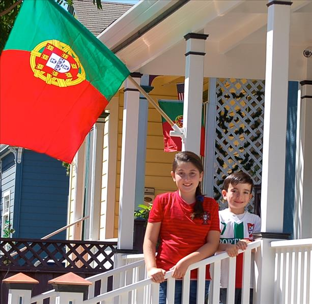 "<div class=""meta image-caption""><div class=""origin-logo origin-image ""><span></span></div><span class=""caption-text"">The Silva family supports team Portugal!  Keep sending in your World Cup fan photos! (photo submitted by ccorreia via uReport)</span></div>"
