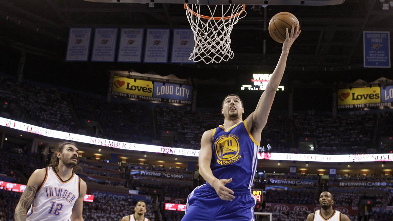 Warriors' Klay Thompson shoots against Thunder during Game 3 of the NBA basketball Western Conference finals in Oklahoma City, Sunday, May 22, 2016. (AP Photo)