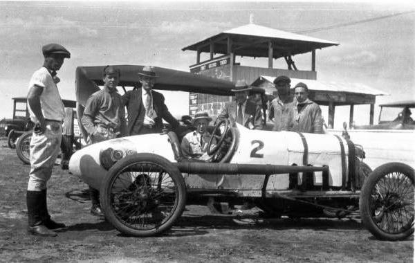 "<div class=""meta image-caption""><div class=""origin-logo origin-image ktrk""><span>KTRK</span></div><span class=""caption-text"">Race cars and men on the track (Houston Public Library)</span></div>"