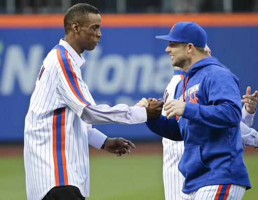 "<div class=""meta image-caption""><div class=""origin-logo origin-image ap""><span>AP</span></div><span class=""caption-text"">New York Mets' David Wright, right, greets Dwight Gooden. (AP)</span></div>"