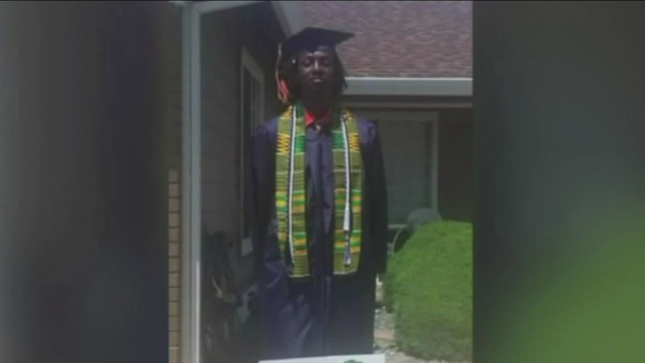 This image shows Elk Grove high school student Nyree Holmes who wore an African kente cloth over his graduation robe.