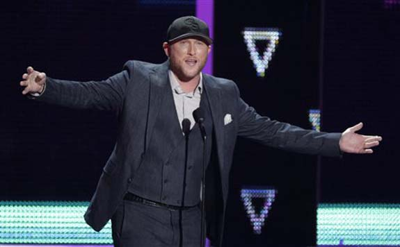 "<div class=""meta image-caption""><div class=""origin-logo origin-image none""><span>none</span></div><span class=""caption-text"">Cole Swindell introduces a performance by Dierks Bentley and Elle King at the CMT Music Awards at the Bridgestone Arena on Wednesday, June 8, 2016, in Nashville, Tenn. (Wade Payne/Invision/AP)</span></div>"