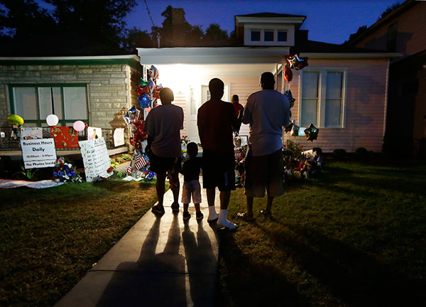 <div class='meta'><div class='origin-logo' data-origin='none'></div><span class='caption-text' data-credit='Mark Humphrey/AP Photo'>People visit the boyhood home of Muhammad Ali in Louisville, Ky., on Thursday, June 9, 2016, the night before Ali's funeral and memorial services.</span></div>
