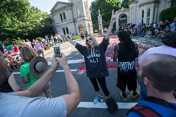 "<div class=""meta image-caption""><div class=""origin-logo origin-image none""><span>none</span></div><span class=""caption-text"">Carrie Williamson, of Louisville, poses for a photograph as spectators wait for the arrival of Muhammad Ali's funeral procession to enter Cave Hill Cemetery, Friday, June 10, 2016. (John Minchillo/AP Photo)</span></div>"