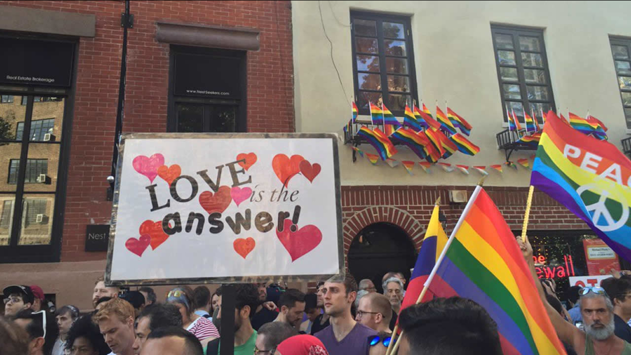 A vigil was held at the Stonewall Inn in New York on June 12, 2016 for the victims of the Orlando nightclub shooting.