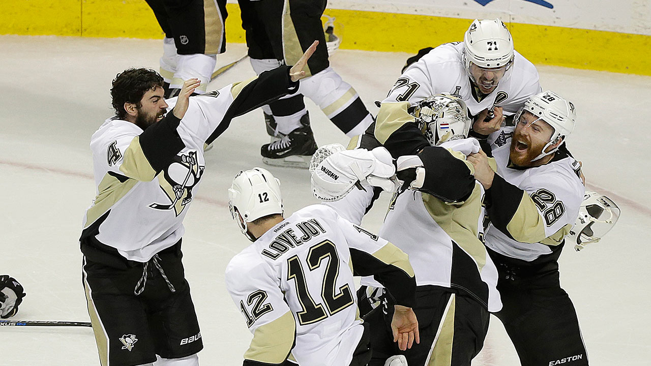 Pittsburgh Penguins players celebrate after beating the San Jose Sharks in Game 6 of the NHL hockey Stanley Cup Finals in San Jose, Sunday, June 12, 2016.