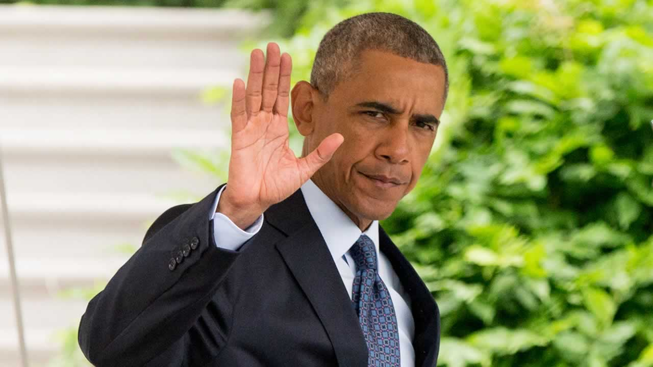 resident Barack Obama waves to members of the media as he walks to Marine One on the South Lawn at the White House.