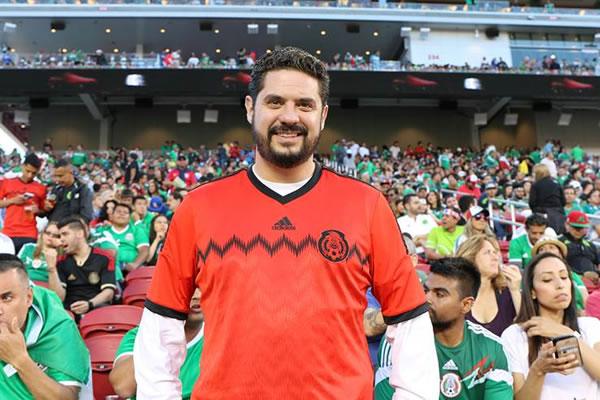 "<div class=""meta image-caption""><div class=""origin-logo origin-image none""><span>none</span></div><span class=""caption-text"">Mexican General Consul in San Francisco Gemi José González  watches Chile vs. Mexico at Copa America at Levi's Stadium in Santa Clara, Calif. on Sunday, June 18, 2016. (KGO-TV)</span></div>"