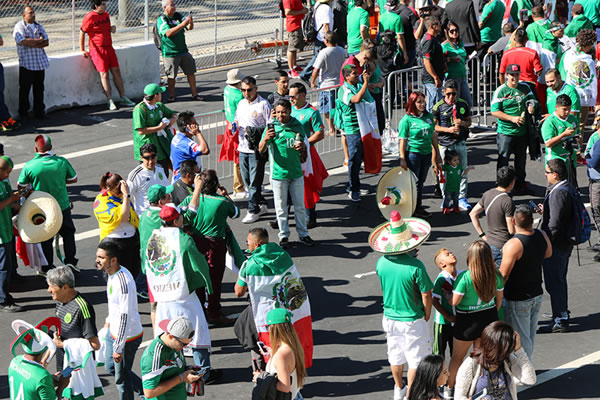 "<div class=""meta image-caption""><div class=""origin-logo origin-image none""><span>none</span></div><span class=""caption-text"">Fans watch Chile vs. Mexico at Copa America at Levi's Stadium in Santa Clara, Calif. on Sunday, June 18, 2016. (KGO-TV)</span></div>"