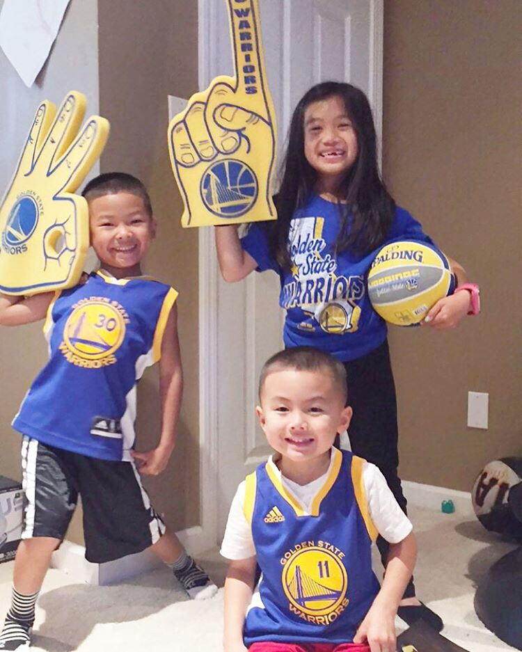 "<div class=""meta image-caption""><div class=""origin-logo origin-image none""><span>none</span></div><span class=""caption-text"">We want to see your fan pride, so tag your photos #DubsOn7 and we may feature them here or on TV. (Photo submitted to KGO-TV by @kristine_t0mik0/Instagram)</span></div>"