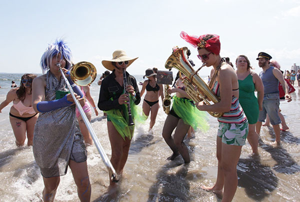 """<div class=""""meta image-caption""""><div class=""""origin-logo origin-image ap""""><span>AP</span></div><span class=""""caption-text"""">Members of the Brooklyn-based Rude Mechanical Orchestra Queer Solidarity Band entertain beach-goers after the parade  (AP Photo/Ezra Kaplan) (AP)</span></div>"""