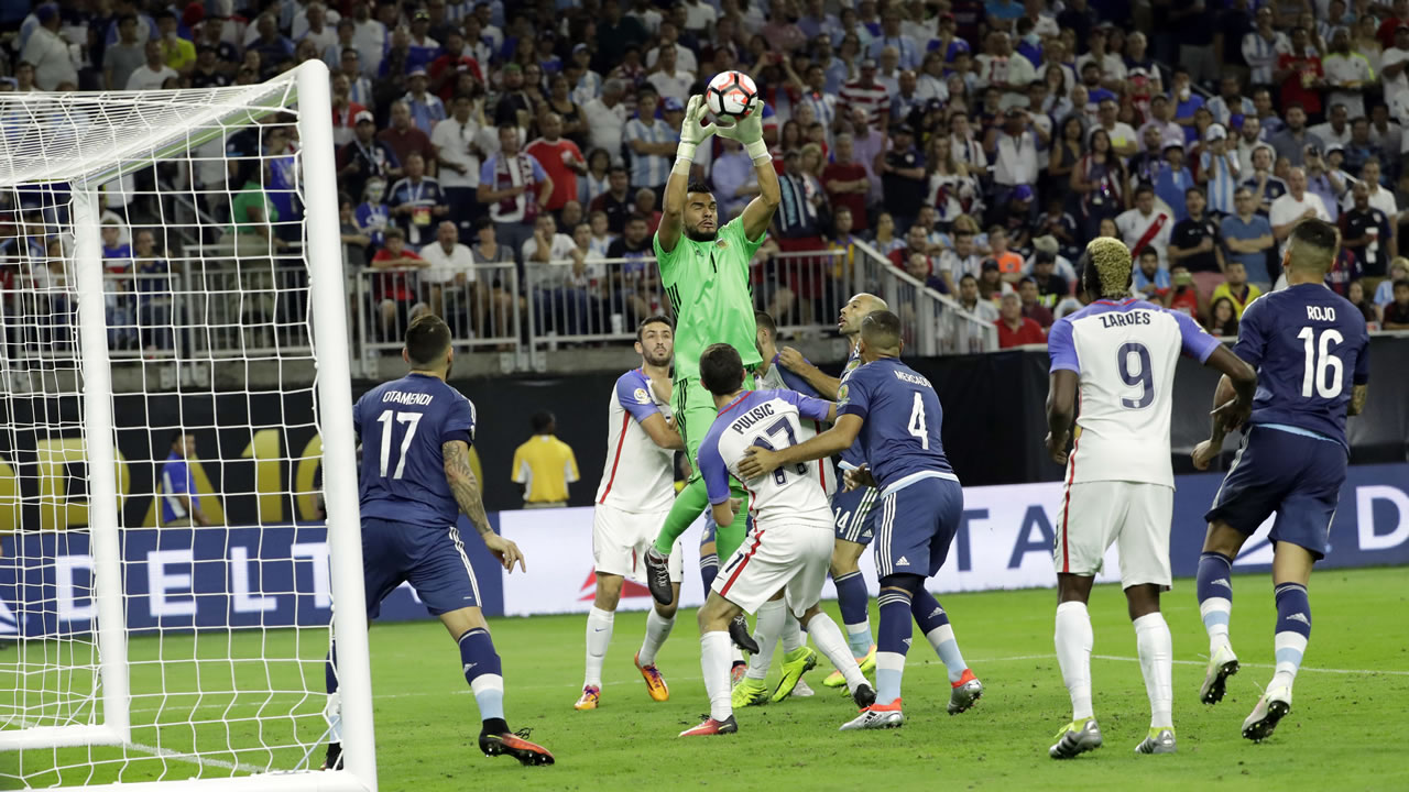 Argentina goalkeeper Sergio Romero (1) grabs a ball against the United States during a Copa America Centenario semifinal soccer match Tuesday, June 21, 2016, in Houston.