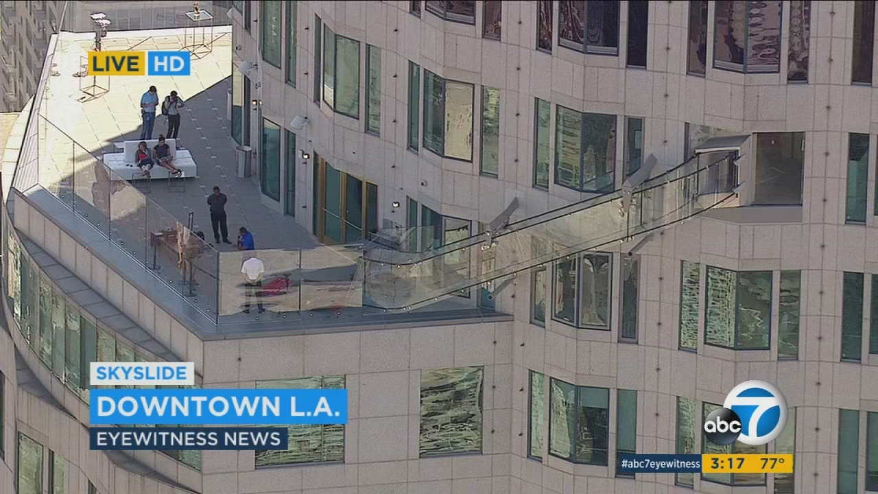 Us Bank Slide >> Glass Skyslide To Open Atop U S Bank Tower In Downtown La Abc7 Com