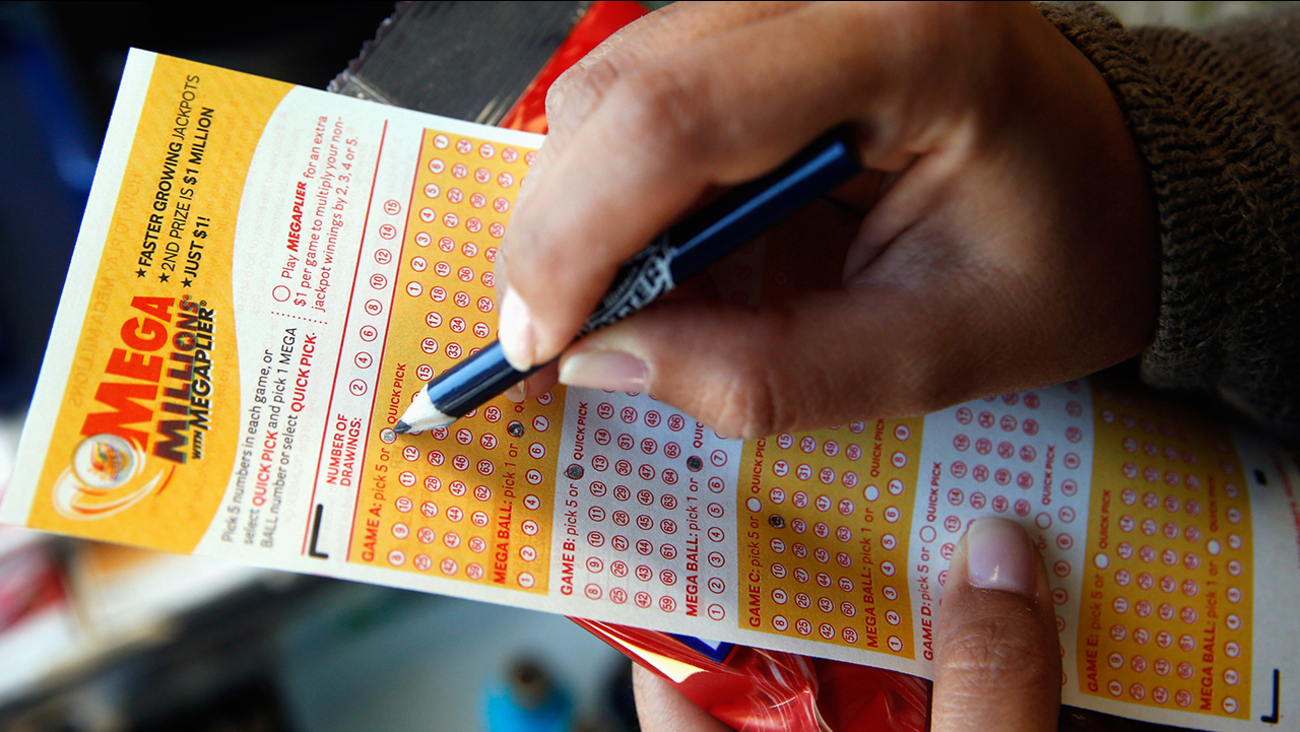 Image of person filling out lottery ticket