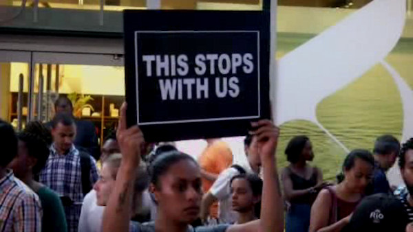 "<div class=""meta image-caption""><div class=""origin-logo origin-image wabc""><span>WABC</span></div><span class=""caption-text"">A large group of Black Lives Matters supporters gathered in Times Square on Thursday night in response to the recent  police shootings of Alton Sterling and Philando Castile.</span></div>"