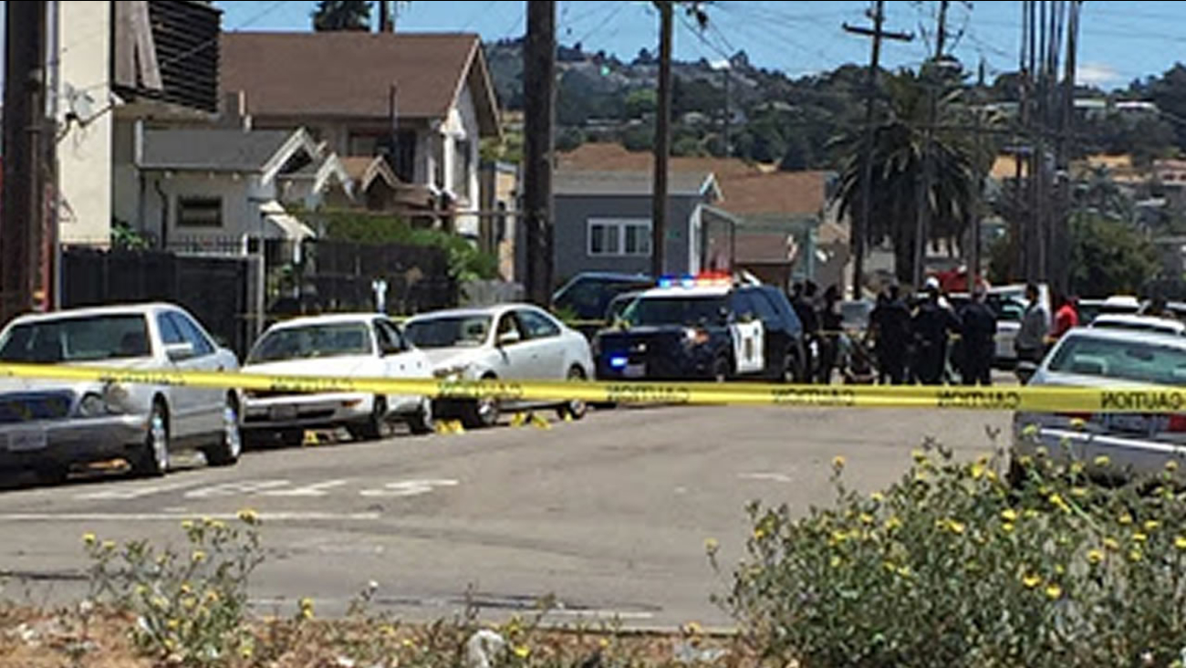 This image shows Oakland police investigating a homicide on the 1400 block of 92nd Avenue on July 9, 2016.