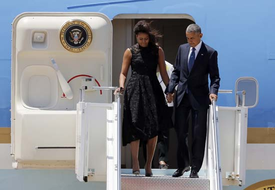 "<div class=""meta image-caption""><div class=""origin-logo origin-image ap""><span>AP</span></div><span class=""caption-text"">President Barack Obama and first lady Michelle Obama arrive on Air Force One at Dallas Love Field (AP Photo/Tony Gutierrez)</span></div>"