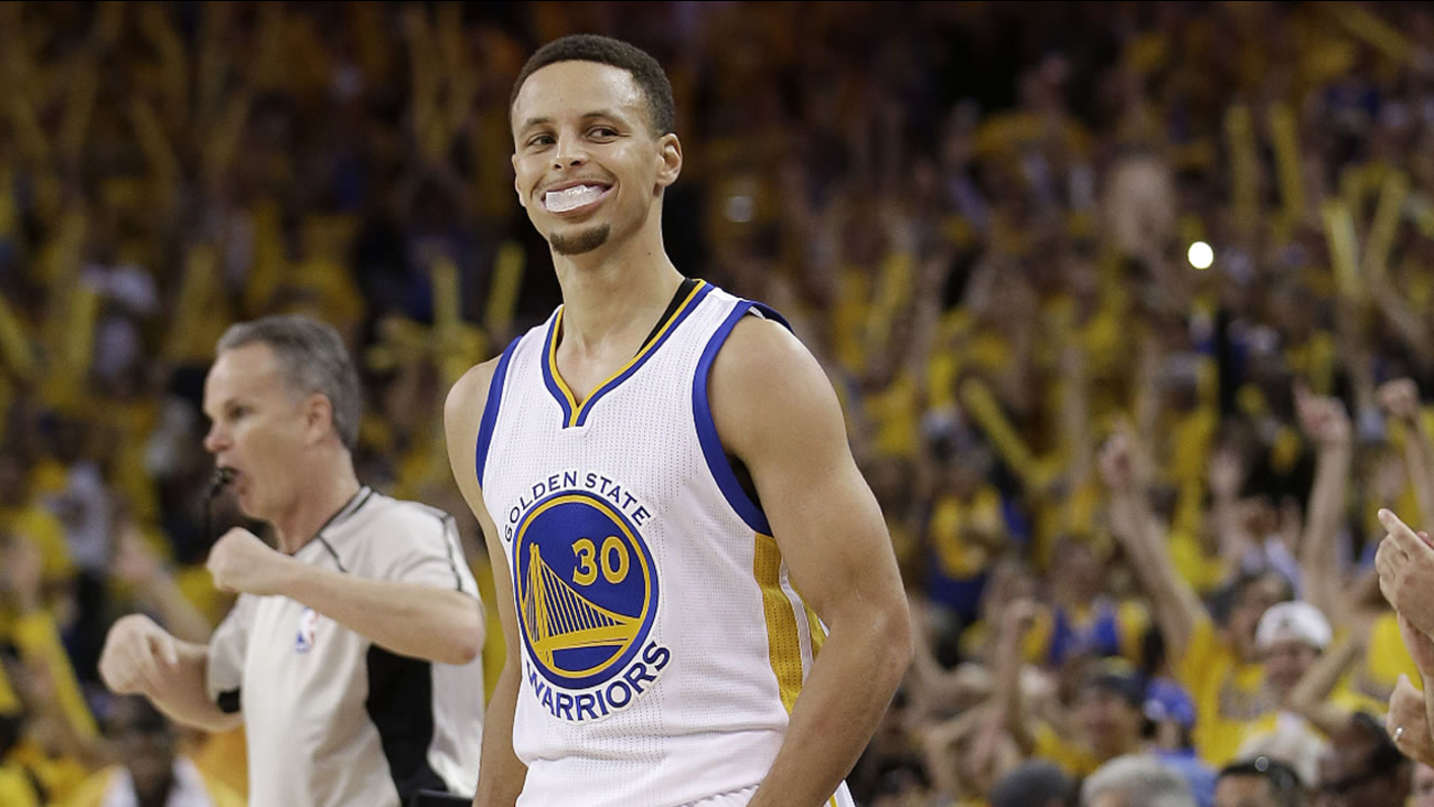 Warriors' Stephen Curry smiles during Game 2 of the Western Conference finals in Oakland, Calif., Wednesday, May 18, 2016.
