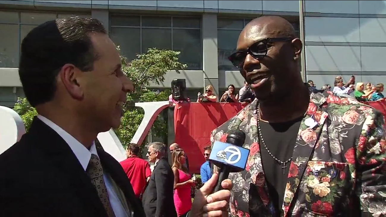 Former San Francisco 49er Terrell Owens talked to ABC7's Larry Beil on the ESPYs red carpet in Los Angeles on Wednesday, July 13, 2016.