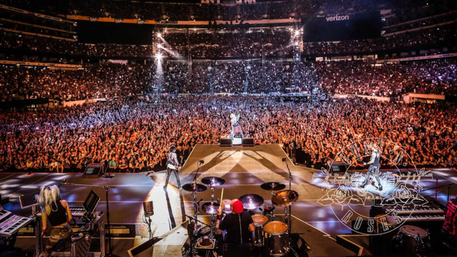 30 People Arrested At Guns N Roses Concert MetLife Stadium
