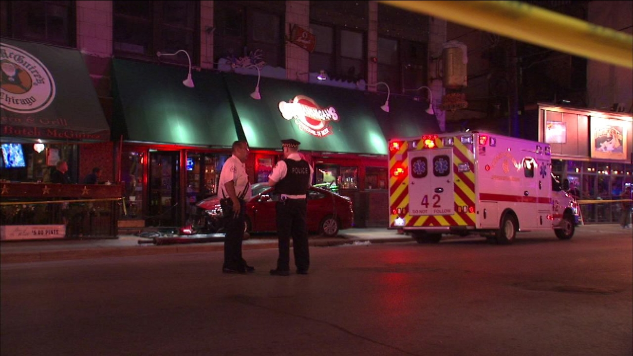 Car crashes into Gold Coast bar, 2 injured