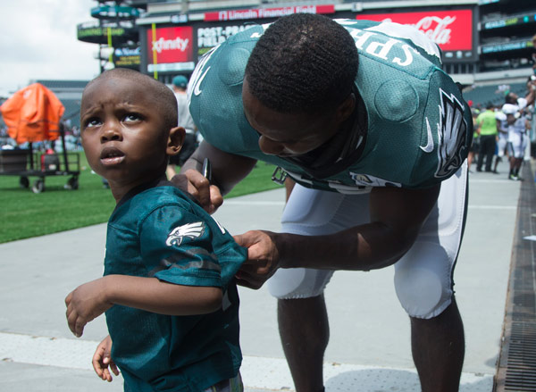 <div class='meta'><div class='origin-logo' data-origin='AP'></div><span class='caption-text' data-credit='AP Photo/Chris Szagola'>Philadelphia Eagles running back Darren Sproles signs the back of a young fan's jersey following practice at NFL football training camp, Sunday, July 31, 2016, in Philadelphia.</span></div>