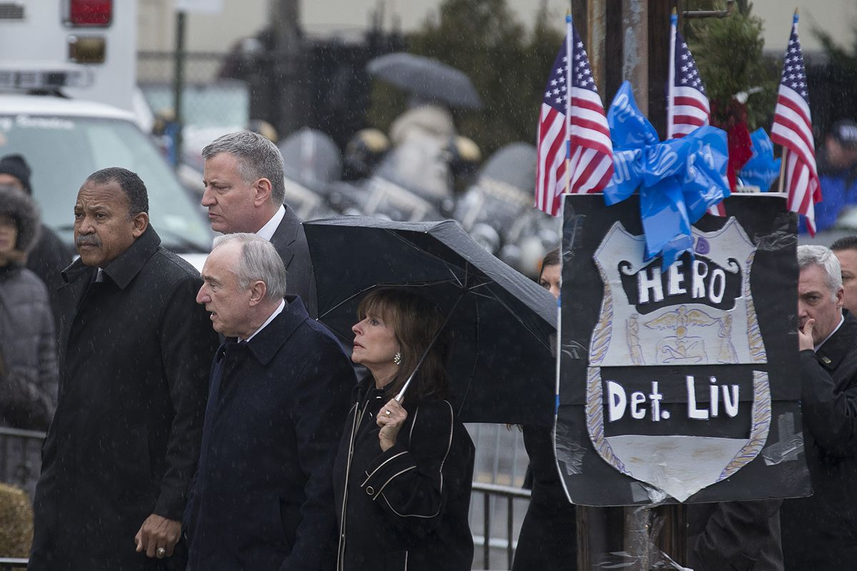 "<div class=""meta image-caption""><div class=""origin-logo origin-image ap""><span>AP</span></div><span class=""caption-text"">NYPD Commissioner Bill Bratton, his wife and other officials arrive at the wake of NYPD Officer Wenjian Liu at Aievoli Funeral Home, Saturday, Jan. 3, 2015, in Brooklyn. (AP Photo/John Minchillo)</span></div>"