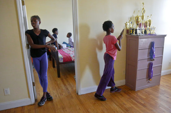 "<div class=""meta image-caption""><div class=""origin-logo origin-image ap""><span>AP</span></div><span class=""caption-text"">In this Wednesday, July 20, 2016 photo, Tonia Handy, second from left, chats with her youngest daughter Brooke Sheppard. (Bebeto Matthews)</span></div>"