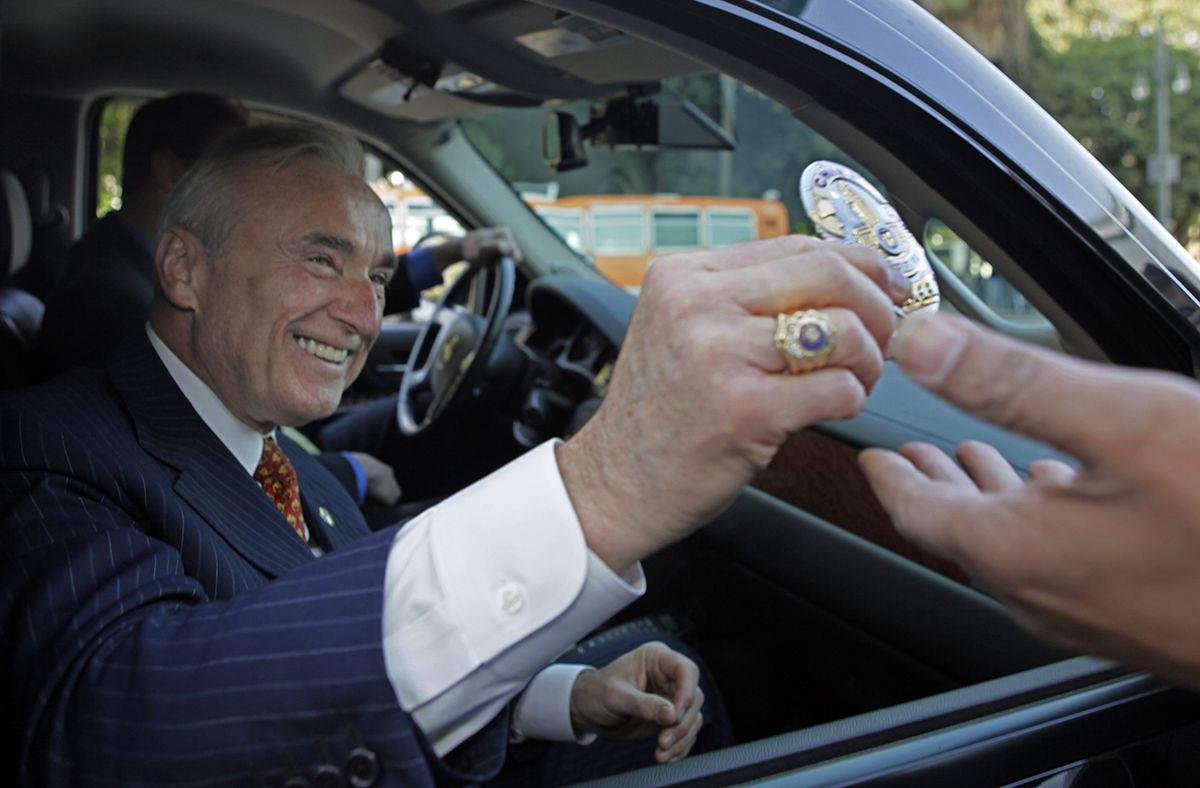 "<div class=""meta image-caption""><div class=""origin-logo origin-image ap""><span>AP</span></div><span class=""caption-text"">Outgoing Los Angeles Police Chief William Bratton hands in his badge as he prepares to leave at an ""End Of Watch"" ceremony, at police headquarters in Los Angeles Oct. 28, 2009. (AP Photo/Reed Saxon)</span></div>"
