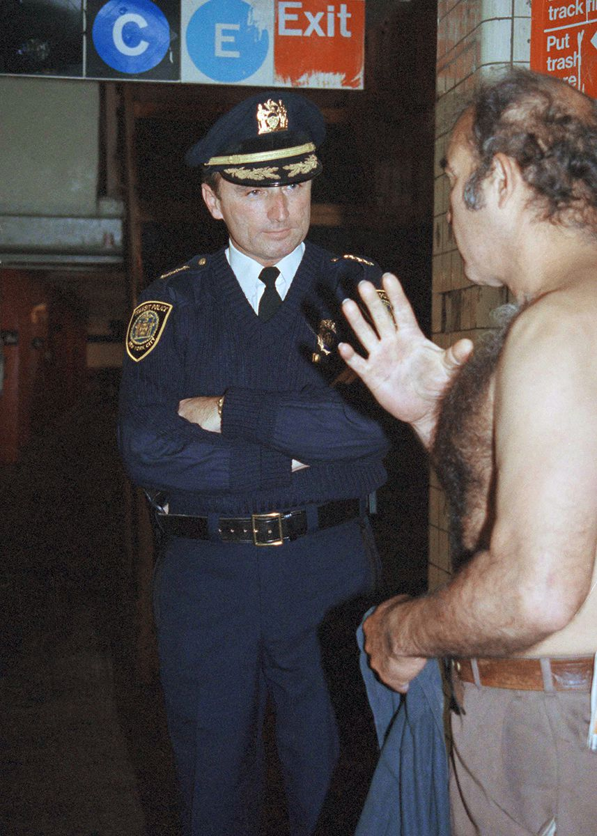 "<div class=""meta image-caption""><div class=""origin-logo origin-image ap""><span>AP</span></div><span class=""caption-text"">Bill Bratton, chief of the New York Transit Police, talks to a homeless man in New York, Nov. 21, 1991, on a routine tour of the New York City subway system. (AP Photo/Betsy Herzog)</span></div>"