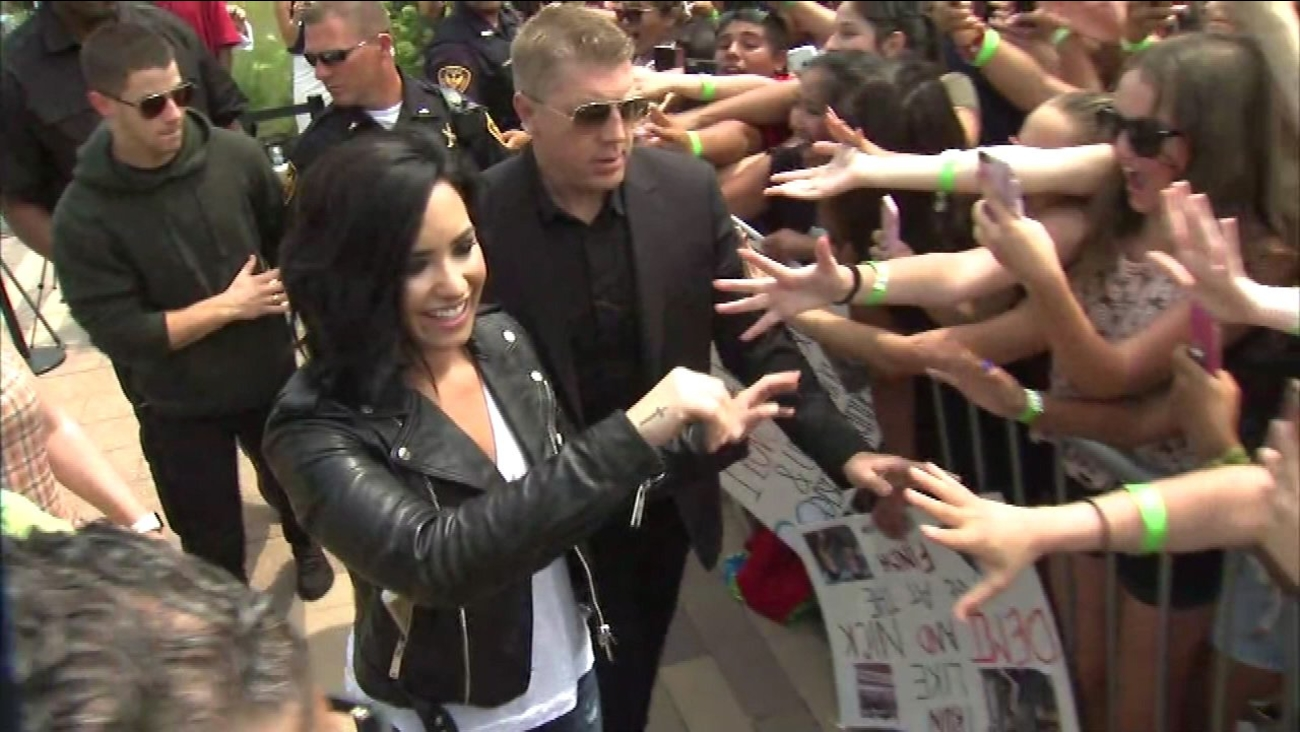 Nick Jonas, Demi Lovato greet fans in Aurora