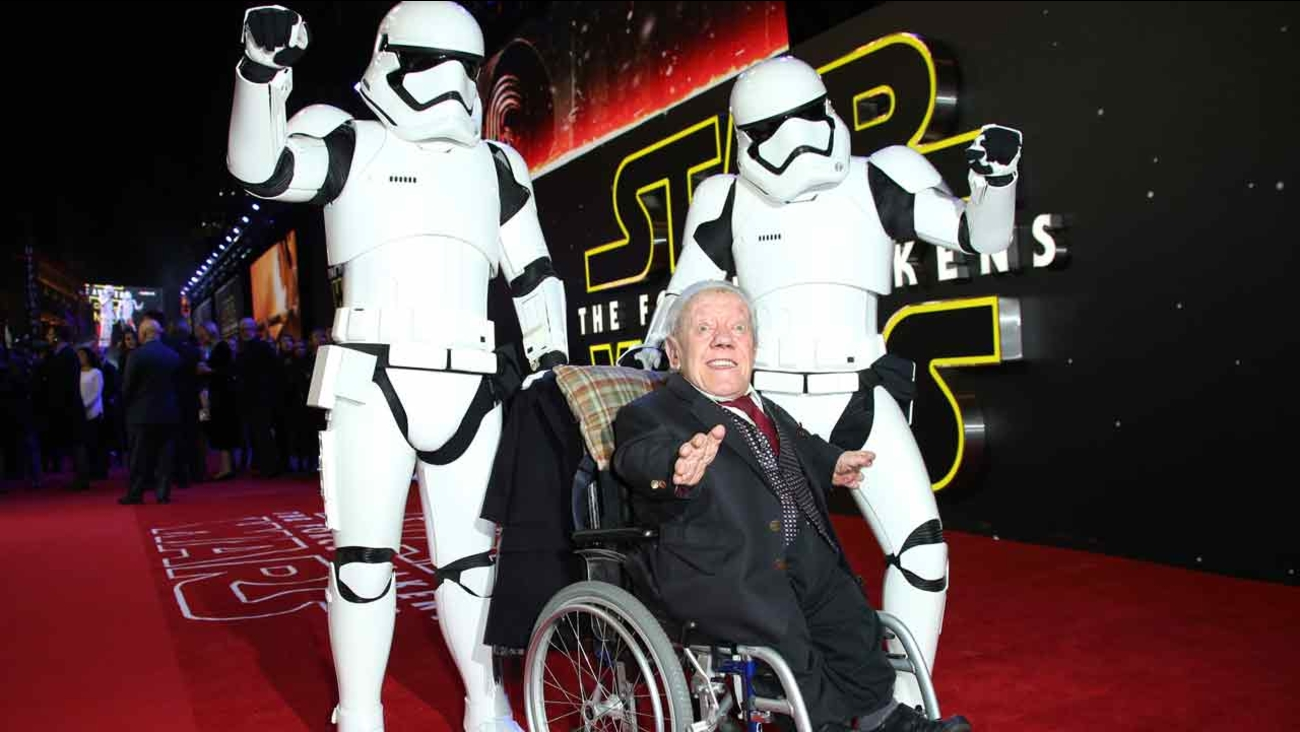 Kenny Baker, center, poses for photographers upon arrival at the European premiere of the film 'Star Wars: The Force Awakens ' in London, Wednesday, Dec. 16, 2015.