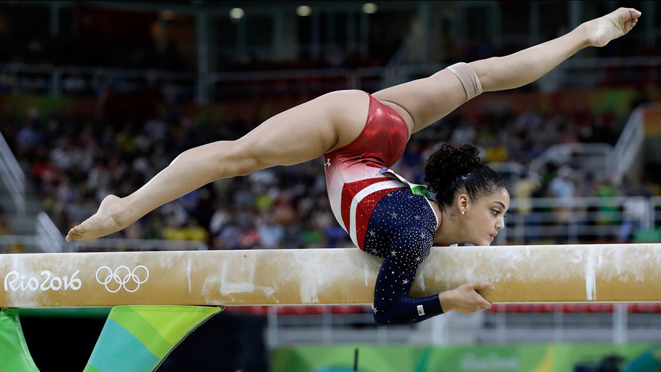 Lauren Hernandez performs on the balance beam